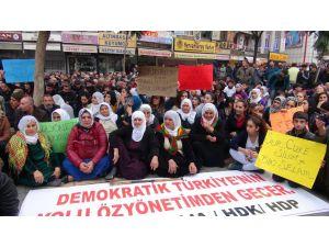 Oturma eylemi yapan HDP'liler operasyonların durdurulmasını istedi