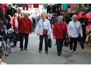 Turist azlığı pazarcı esnafını zor durumda bıraktı