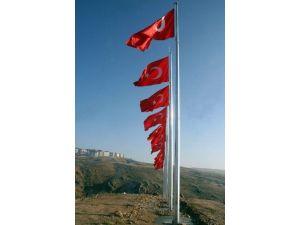 Yozgat Belediyesi Şehir Girişine Şehitler İçin 14 Bayrak Dikti