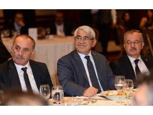 Siyasiler Ve İş Adamları Kaı Vakfı'nın Yemeğinde Buluştu