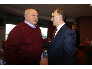 Trabzonspor'un eski başkanı Şener, kulübü ziyaret etti