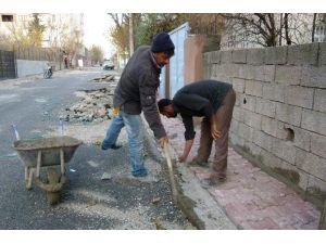 Kahta Belediyesi Girne Mahallesinde Kaldırım Çalışmasına Başladı