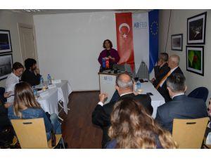 Mültecileri forumda konuşuldu
