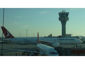 Atatürk Havalimanı'nda kulede yangın
