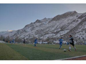 Hakkari'de 'Kardeşlik' maçı: 4-1
