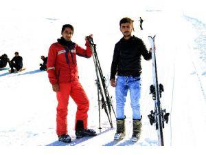 Hakkari'de Kayak Heyecanı Başladı