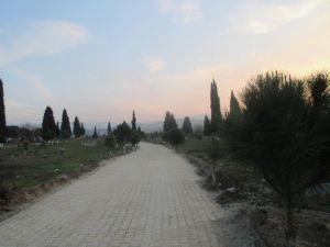 Büyükşehir'den Ahmetli Kabristanlarina Bakim Çalışması