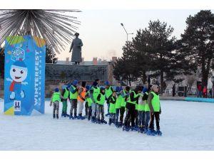 Süs Havuzunda 'Buz Pateni' Eğitimi