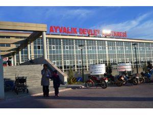 Vatandaşlar Devlet Hastanesi Önüne Üstü Kapalı Durak İstiyor