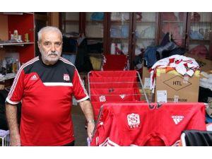 Sivasspor'un Emektar Malzemecisi 25 Başkan, 50 Teknik Direktör Gördü
