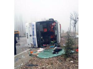 Afyonkarahisar'da Yolcu Otobüsü Devrildi: 2 Ölü, 23 Yaralı