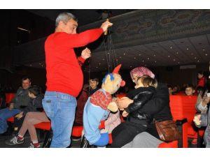 Çocuklar Kukla Tiyatrosu İle Eğlendi