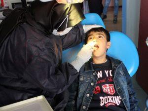 Çal İlçesinde 2 Bin Öğrenciye Göz Ve Diş Taraması Yapıldı