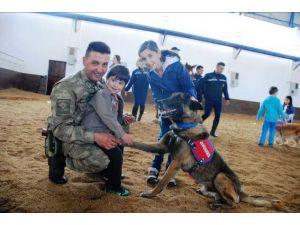 Nevşehir'deki engelli çocuklar, at ve köpeklerle tedavi oluyor