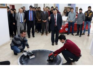 Karabük Üniversitesi Japonya'da robotlu Sumo güreşinde dünya birincisi oldu