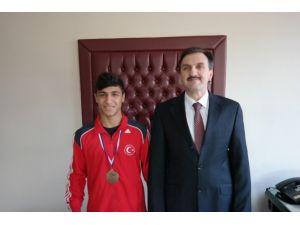 Manisa Özel Şehzade Mehmet Lisesi'ne Sırbistan'dan Bronz Madalya