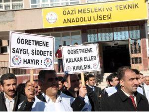 Elazığ'da, Okul Müdür Yardımcısı Darp Edildi