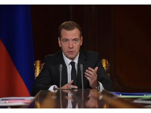 Medvedev: Ukrayna'dan borcumuzu cezasıyla almalıyız