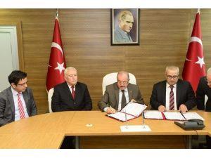 Hayırsever İşadamı Özpek'ten Eğitime 100 Bin TL Destek