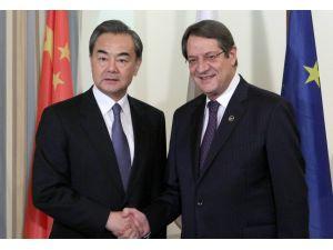 Çin Dışişleri Bakanı Wan Yi, Anastasiadis ile garantörlük konusunu görüştü