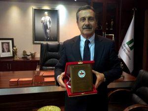 Başkan Ataç'a Bir Ödül De Kamu Çalışanlarından