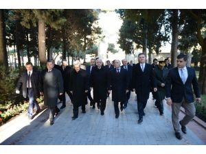 TBMM Başkanı Kahraman, Bakü'de Türk Şehitliğini Ziyaret Etti
