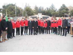 Şampiyon Güreşçiler Yozgat'ta Coşku İle Karşılandı