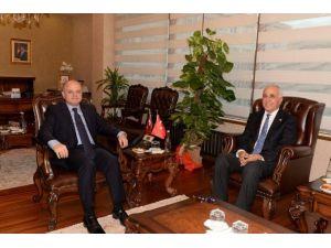 CHP Milletvekili Çamak, Vali Çakacak'ı Ziyaret Etti