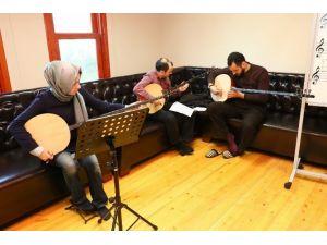 Sertarikzade Kültür Ve Sanat Merkezi'nde Tambur Dersleri