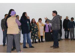 Huzurevi'nde Tiyatro Gösterisi