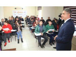 Elazığ'da Uygulamalı Girişimcilik Eğitimini Tamamlayan Kursiyerler Belgelerini Aldı