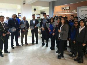 Karaman Belediyesi'nden Okullara Badminton Seti