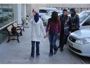 Evlerden Hırsızlık Zanlısı Kızlar Yakalandı