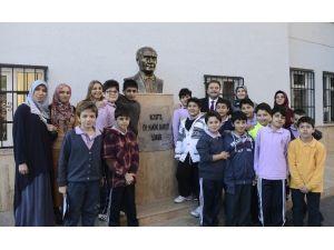 Okul Bahçesindeki Atatürk Büstü Belediye Tarafından Yenilendi