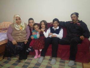 Evi Yanan 4 Çocuklu Aile Yardım Bekliyor