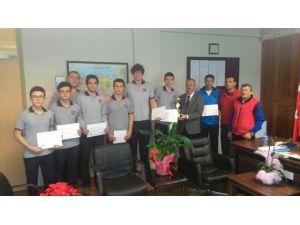 Yalova Anadolu Lisesi'nde Şampiyonluk Sevinci