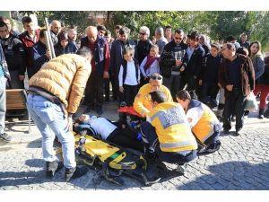 Yaralı Öğrenci Gözyaşları İçerisinde Ambulansı Bekledi