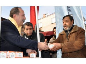 CHP'li Başkan kandil simidi dağıttı