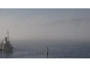 Rus Gemisi Çanakkale Boğazı'ndan Görünmeden Geçti