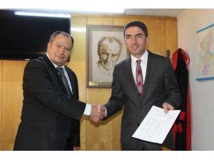 CHP İl Başkanı Enver Kiraz Mazbatasını Aldı