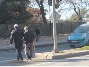 Görme Engelli Vatandaşa Polis Yardımcı Oldu