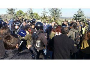 Kocaeli Üniversitesi'nde bütünleme sınavının kaldırılması protestosuna müdahale