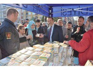 Belediye Binlerce Kandil Simidi Dağıttı