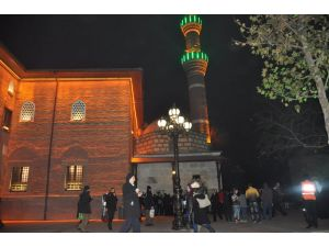 Ankaralılar soğuk havaya rağmen Hacı Bayram Veli Camii'ne akın etti