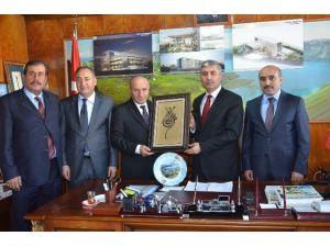 Müdür Korkmaz'dan Başkan Aksoy'a Teşekkür Plaketi
