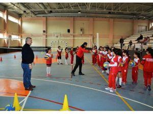 Körfez Belediyesi Minik Öğrencileri Sporda Buluşturuyor