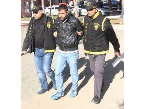 Kendini Almaya Gelen Polise Adres Tarif Edince Yakalandı