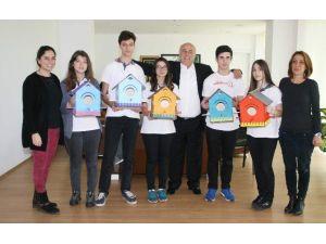 Öğrenciler Yaptıkları Kuş Evlerini Belediyeye Teslim Etti