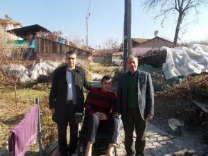 Engelli Gencin Akülü Araba Sevinci