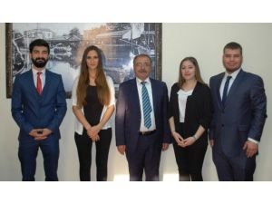 ÇOMÜ'lü Öğrencilerden Başkan Özacar'a Ziyaret